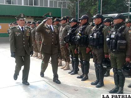 La nueva autoridad policial pasó revista a su personal