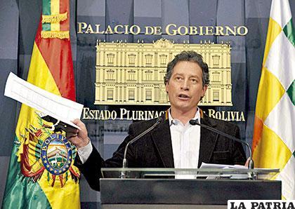 Para el ministro César Navarro, la minería está bien /Archivo