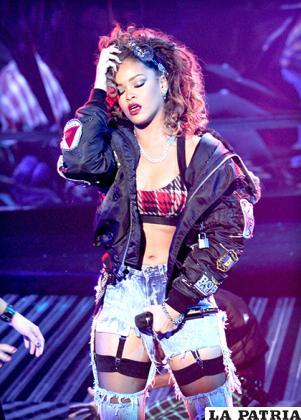 La producción discográfica de Rihanna se encuentra dentro de las más esperadas /HAWTCELEBS