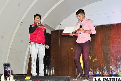 El alcalde del Municipio Saúl Aguilar da el reconocimiento a Juan Lovera por ser ganador de Factor X /LA PATRIA