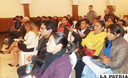 Reunión donde Castillo presentó su renuncia verbal / GAMO