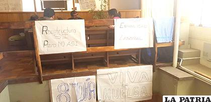 Huelguistas exigen respeto a su derecho laboral y antigüedad / LA PATRIA