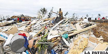 Una pareja de ancianos fueron hallados muertos después de que la tormenta demoliera su vivienda móvil /LA TRIBUNA