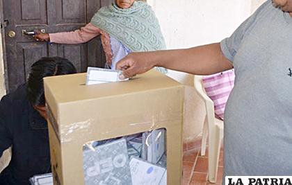 En varias gestiones surgieron denuncias porque personas fallecidas figuraban en lista de votantes /LA PATRIA /ARCHIVO