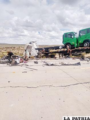 La colisión frontal se habría producido en la carretera internacional Oruro - Pisiga /RR.SS