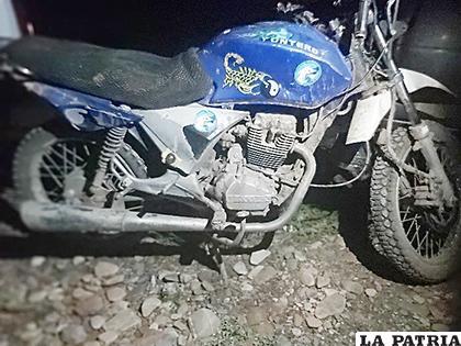 La motocicleta encontrada en el lugar del hecho /LA PATRIA