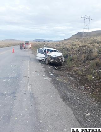El conductor del automóvil habría invadido el carril contrario /LA PATRIA