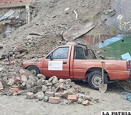 Un muro cayó en la zona de Alto Bella Vista por las lluvias /RED UNO
