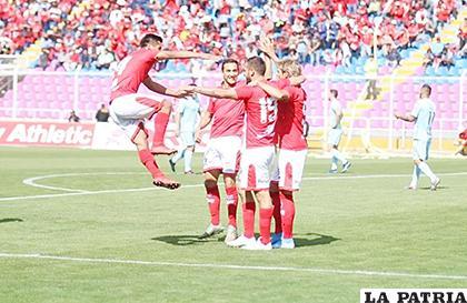 José Cuero anotó el gol del triunfo de Cienciano /futbolbolivia.com