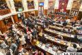 En medio de una escandalosa sesión, los dos tercios del MAS en la Asamblea Legislativa aceptaron la renuncia de Evo Morales y Álvaro García Linera /APG