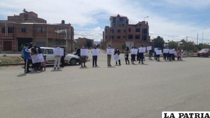 Familiares y amigos de la fallecida exigieron justicia durante la reconstrucción del accidente /LA PATRIA