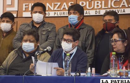 El convenio se firmó a pesar que la Confederación de Choferes de Bolivia rechazó la propuesta del Gobierno /APG