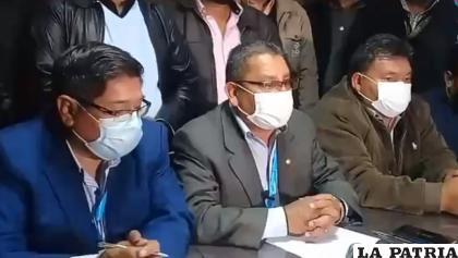 Directivos de la Confederación Sindical de Choferes de Bolivia /RRSS