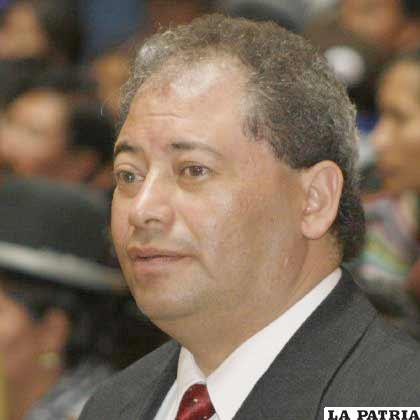 Carlos Romero, ministro de Autonomías
