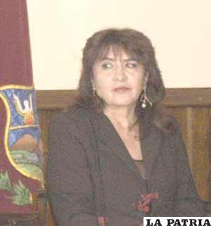 Ministra Yugar habla de la defensa de la cultura