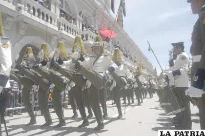 Gallardo paso de los cadetes de la Academia Nacional de Policías
