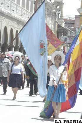 Una delegación de la Alcaldía de Cochabamba, también demostró su homenaje a Oruro
