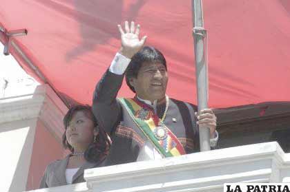 El presidente Evo Morales, saluda a las instituciones públicas y rivadas orureñas
