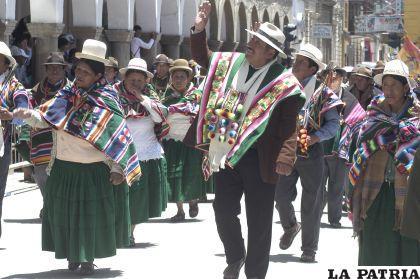Autoridades originarias saludan al presidente Evo Morales