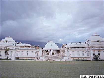 Puerto Príncipe, una capital devastada por un terremoto que tumbó incluso el Palacio Nacional.