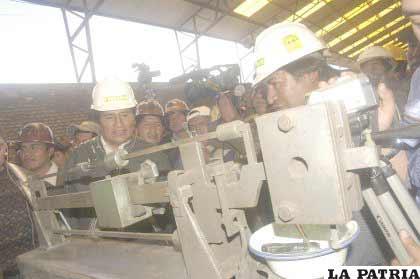 Predios y maquinaria para comercializadora de cooperativas mineras fueron entregadas ayer por el presidente Morales