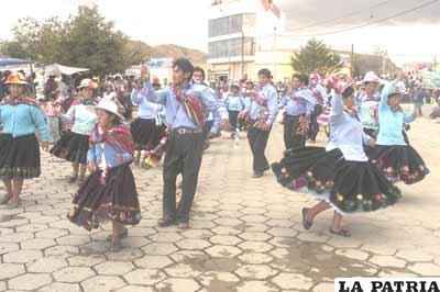 Algarabía con los integrantes de la comparsa Central Pampahasi