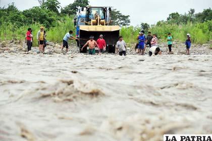 Las intensas lluvias y las crecidas de los ríos ponen en emergencia a numerosos municipios de Bolivia
