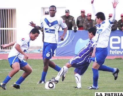 Loayza, intenta penetrar ante la marca de Pizarro, Brandao y Suárez