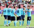 Jugadores de Bolívar, festejan el único gol del partido, obra de Damir Miranda