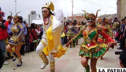 tradiciones como el saludo a la Virgen del Socavón, en el Alba
