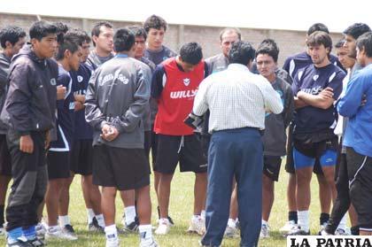 Walter Mamani sostuvo intensas reuniones con los jugadores de San José