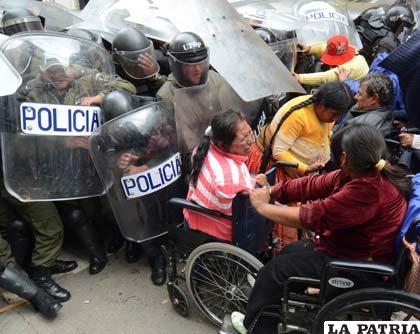 Comunidad boliviana en EE. UU. reprocha acciones contra discapacitados