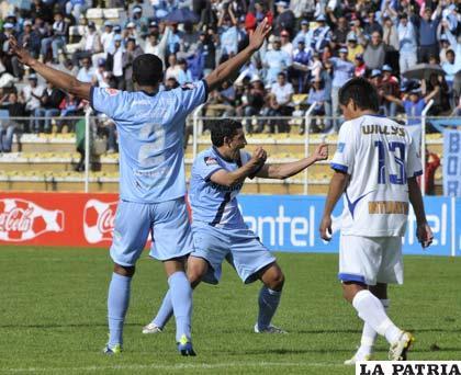 Flores celebra a lo grande el segundo gol de Bolívar