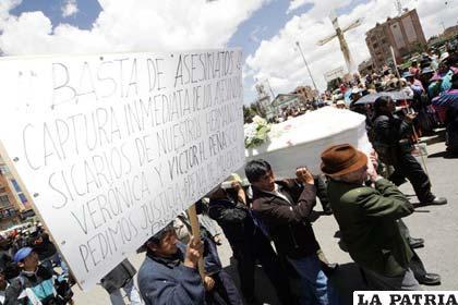 Entierro de los periodistas asesinados en El Alto