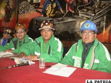 Nuevos Dirigentes Víctor Escobar, Ronald Colque y Edwin Quispe