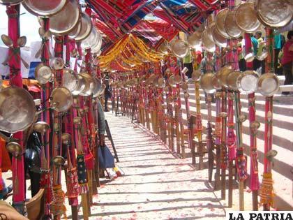 Arcos de platería por donde pasó la Virgen recibiendo el cariño de sus devotos