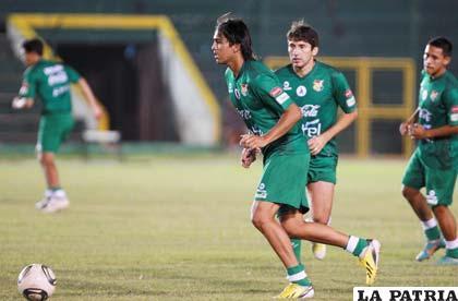Marcelo Martins, en el entrenamiento de anoche en el estadio de Santa Cruz