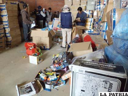 Funcionarios de Aduana y del COA realizan inventario de mercadería retenida