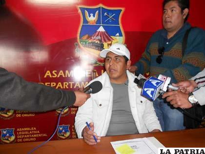 Asambleísta Salomón Aguilar habló con la prensa