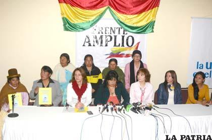 Mujeres del Frente Amplio en conferencia de prensa