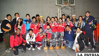 Integrantes de la delegación de Chuquisaca que ocuparon el primer lugar