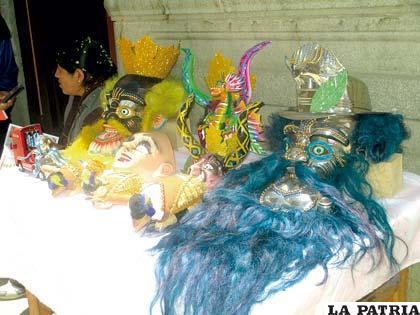 Gastos en la confección de trajes supera los 7.000 bolivianos