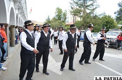 La Fraternidad Morenada Central Oruro ingresó a la plaza 10 de Febrero
