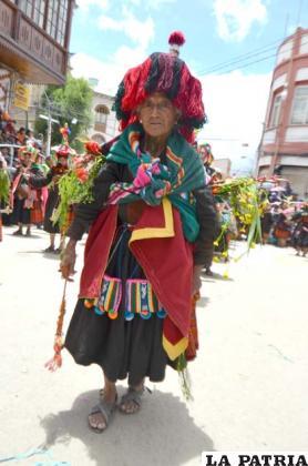 Mucho colorido en los trajes de la delegación de la provincia Eduardo Avaroa