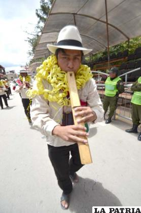 Pulmones fuertes para tocar la tarka en este comunario del Ayllu Pumasaka