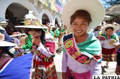 Coqueta participación del Ayllu Tarucamarca Aransaya