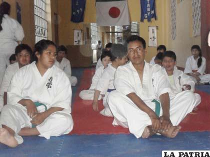 Deportistas orureños dedicados a la disciplina del karate