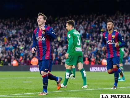 Messi anotó tres y Neymar el primero para la goleada de 5-0