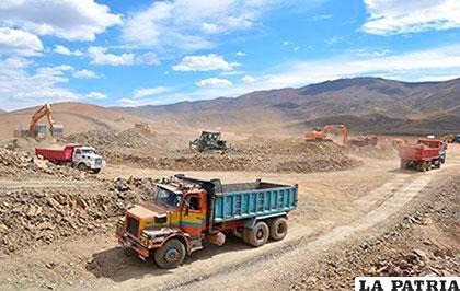 Aun se construye el dique de colas en el sector de Willa Khollu