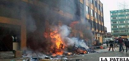 Las oficinas de jurídica de la Alcaldía de El Alto fueron quemadas /FM899.COM.AR